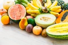 Gemengde vruchten met de sinaasappel van de appelbanaan en andere Stock Fotografie
