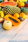 Gemengde vruchten met de sinaasappel van de appelbanaan en andere Royalty-vrije Stock Afbeeldingen