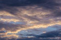Gemengde wolken die skyscapebackground gelijk maken Stock Afbeeldingen