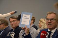 GEMENSAM JÄMVIKT FÖR PRESSKONFERENS _BEDRE Royaltyfria Foton
