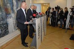 GEMENSAM PRESSKONFERENS ANGÅENDE DNISH-SÄKERHET Royaltyfri Fotografi