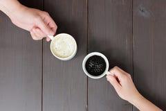 Gemensamt kaffeavbrott med en olik smak Royaltyfri Foto