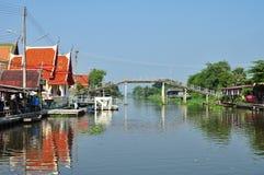 Gemenskap längs kanalen Royaltyfria Bilder