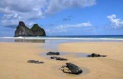 Gemeos de Morros, ilha de Fernando de Noronha, Brasil Imagens de Stock