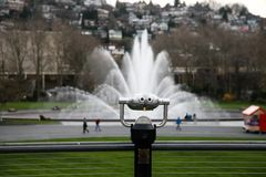 Gemessene Ferngläser in internationaler Brunnen-Seattle-Mitte Stockfotografie