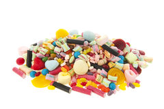 Gemischte bunte Süßigkeit auf weißem Hintergrund Stockfotografie
