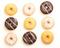 Gemischte Donuts, Freisteller auf weissem Hintergrund Royalty Free Stock Images