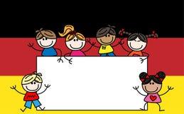 Gemischte ethnische Kinddeutschflagge Stockfoto