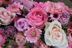 Gemischte rosa Hochzeitsblumen Lizenzfreie Stockfotos