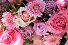 Gemischte rosa Hochzeitsblumen Stockfotos