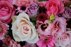 Gemischte rosa Hochzeitsblumen Stockbild