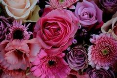 Gemischte rosa Hochzeitsblumen Stockfoto