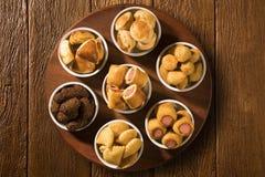 Gemischter brasilianischer Snack auf dem Tisch Lizenzfreies Stockfoto