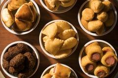 Gemischter brasilianischer Snack auf dem Tisch Lizenzfreies Stockbild