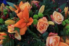 Gemischter orange Blumenstrauß Lizenzfreie Stockfotos