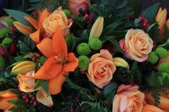 Gemischter orange Blumenstrauß Stockbilder