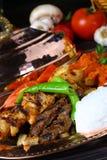 Gemischter türkischer Kebab auf Aufsteckspindeln Lizenzfreie Stockfotografie