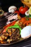 Gemischter türkischer Kebab auf Aufsteckspindeln Lizenzfreie Stockfotos