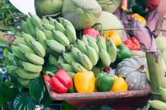 Gemischtes frisches buntes Gemüse und Früchte Lizenzfreies Stockfoto