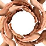 Gemischtrassige Hände, die einen Kreis bilden Lizenzfreie Stockfotos