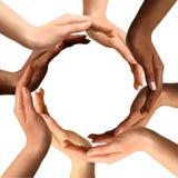 Gemischtrassige Hände, die einen Kreis bilden Stockbild