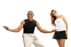 Gemischtrassige Paare mit den geöffneten Armen Stockbild
