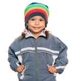 Gemischtrassiges Mädchen, das eine Jacke und einen Beaniehut trägt stockfotos