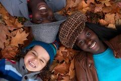 Gemischtrassiges Porträt von 3 Kindern stockfotos