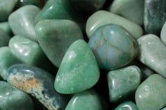 gemme d'aventurine en tant que roche minérale naturelle photos stock