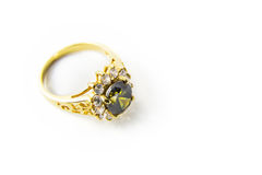 Gemmes et anneau d'or précieux Photographie stock