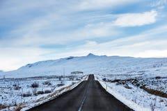 Gemodelleerd van de weg in de winter stock foto
