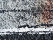 Gemorste, druipende verf op een grijze muur Stock Afbeelding