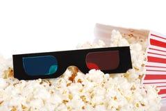Gemorste popcorn met 3D glazen Royalty-vrije Stock Afbeeldingen