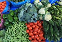 Gemüse, das am Straßenshop verkauft Lizenzfreie Stockfotografie