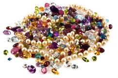 Gemstones lapidados com pérolas Fotos de Stock Royalty Free