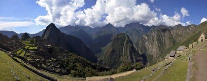Genähtes Panorama von Ruinen von Machu Picchu Stockfoto