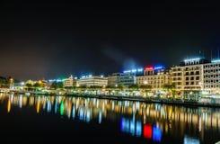 Genève på natten, Schweiz Fotografering för Bildbyråer
