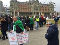 In Genève, protesteer tegen de kandidatuur van Bouteflika voor verkiezing in Algerije, voor de Hoge Commissaris voor Rechten van  royalty-vrije stock afbeeldingen