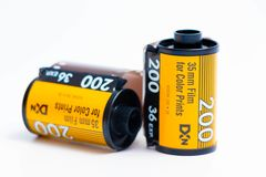 """Genève-/Schweiz †""""03 03 2019: 35mm film Kodak och exponering för fujifilmfujicolor 36 för parallellt fotografi arkivbild"""