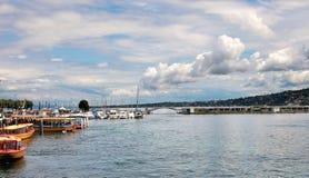 Genève Schweiz - JULI 12, 2014 Sikt från promenaden av Arkivfoton
