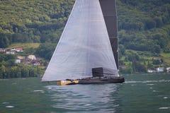 Genève/Schweiz -10 06 2018: LadyCat segelbåt D35 M1 under den Bol D `-nollan Arkivbild