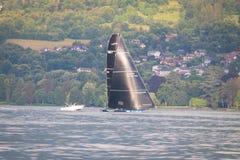 Genève/Schweiz -10 06 2018: Realstone segelbåt D35 M1 under den Bol D `en eller regattan Schweiz Arkivfoto