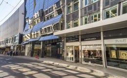 Genève, ville suisse populaire Boutiques et achats en Rue de Commerce Photos libres de droits