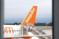 Genève/Zwitserland-01 09 18: Easyjetvliegtuig het inschepen treden royalty-vrije stock afbeeldingen