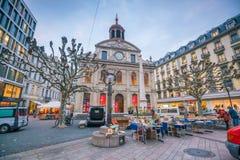 GENÈVE, ZWITSERLAND - Februari 6, 2018: De oude stad van stadsgenève bij nacht in Zwitserland Het is binnen de second-most dichtb stock afbeeldingen