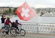 Genève, Zwitserland - Juni 05, 2017: Zwitserse Vlag en mensen op Th Royalty-vrije Stock Foto