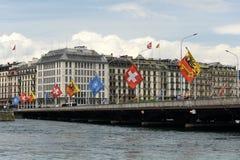 Genève, Zwitserland - Juni 05, 2017: Zwitserse Vlag en Vlag van Gen Stock Fotografie