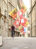 Genève, Zwitserland - Juni 05, 2017: Zwitserse Vlag en Vlag van Gen Stock Afbeeldingen