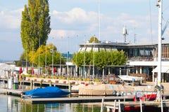 Genève/Zwitserland 09 09 18: Société nautique van Genève, de clubsng van de haven privé boot stock afbeelding