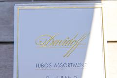 Genève/Zwitserland-09 09 18: Tabak van de de doossigaar van Davidoffsigaren de witte royalty-vrije stock fotografie